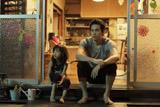 原作は宇仁田ゆみの大人気コミック『うさぎドロップ』。映画では6歳のりんとダイキチの日々を描く