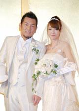 結婚披露宴パーティー前に2ショット会見を行った、(左から)お笑いコンビ・FUJIWARAの藤本敏史、タレントの木下優樹菜 (C)ORICON DD inc.