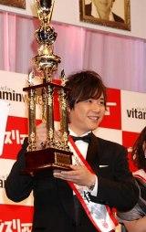 『よしもと男前ブサイクランキング2011』で「男前」V3を達成し殿堂入りしたライセンスの藤原一裕 (C)ORICON DD inc.