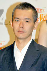 人気ゲームシリーズ第5弾『レイトン教授と奇跡の仮面』の完成記念WEB特番に出演した渡部篤郎