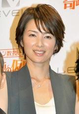 人気ゲームシリーズ第5弾『レイトン教授と奇跡の仮面』の完成記念WEB特番に出演した吉瀬美智子