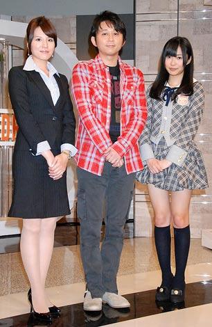 NHK新番組『資格☆はばたく』の収録中報道陣の取材に応じた(左から)一柳亜矢子アナウンサー、有吉弘行、AKB48指原莉乃 (C)ORICON DD inc.