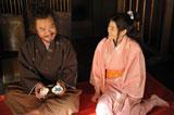 柴田勝家と上野樹里演じる江(C)NHK