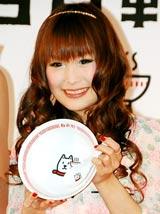『白戸軒』ラーメンプレゼントキャンペーン記念イベントに出席したギャル曽根