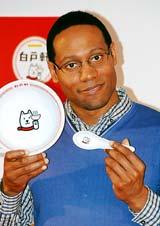 『白戸軒』ラーメンプレゼントキャンペーン記念イベントに出席したダンテ・カーヴァー