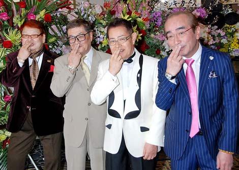 加藤茶のデビュー50周年記念パーティーに参加した(左から)高木ブー、仲本工事、加藤茶、志村けん (C)ORICON DD inc.