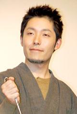 映画『津軽百年食堂』の完成披露試写会の舞台あいさつに登壇したオリエンタルラジオ・中田敦彦