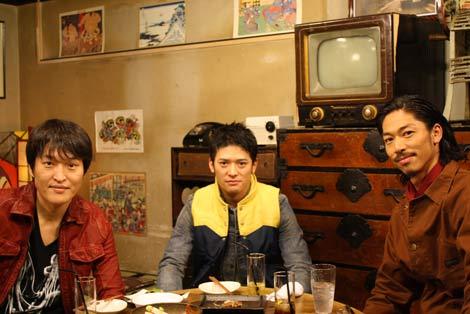 男同士結婚観を語った(左から)千原ジュニア、高岡蒼甫、EXILEのAKIRA