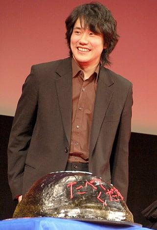 """映画『GANTZ PERFECT ANSWER』ジャパンプレミアに参加した松山ケンイチ、""""2年連続""""で嵐・二宮和也から手作りバースデーケーキを贈られた (C)ORICON DD inc."""