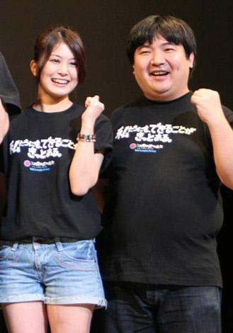 映画『電人ザボーガー』の舞台あいさつに登壇した(左から)佐津川愛美、井口昇監督 (C)ORICON DD inc.