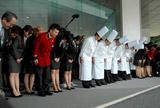 閉館セレモニーで最後の見送りをしたグランドプリンスホテル赤坂の従業員 (C)ORICON DD inc.