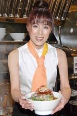 初プロデュースしたラーメン『ベジラーメン菜菜「美麺」』をお披露目した未唯 mie (C)ORICON DD inc.
