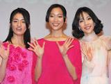 連続ドラマ『名前をなくした女神』の制作発表会に出席した(左から)尾野真千子、杏、木村佳乃 (C)ORICON DD inc.