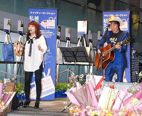 スーパープランニング社のチャリティートーク&ライブに参加した(左から)IMALUとウルフルケイスケ (C)ORICON DD inc.