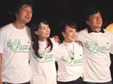 チャリティーイベントに参加した(左から)中村雅俊、アグネス・チャン、ジュディ・オング、ジャッキー・チェン