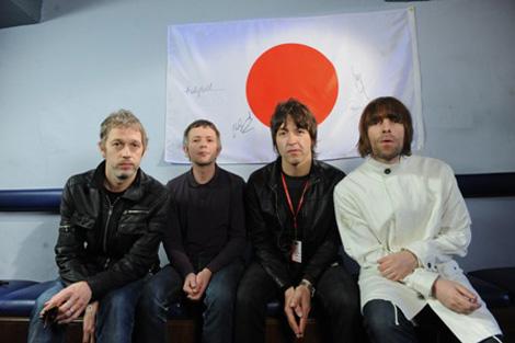 ビーディ・アイ(左からアンディ・ベル、クリス・シャーロック、ゲム・アーチャー、リアム・ギャラガー)