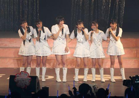 早見あかり(左から3番目)のファイナルコンサートに涙・涙のももいろクローバー