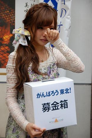 津波で全壊の被害に遭った友人の事を話し、涙を流すタレントの佐藤唯 (C)ORICON DD inc.