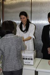 被災地への支援を呼びかける松下奈緒