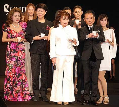 サムネイル ファーブランド『2011-12 ロイヤルチエ』のチャリティーファッションショーの模様 (C)ORICON DD inc.