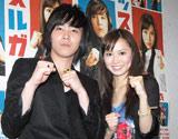 深夜ドラマ『マッスルガール!』の会見に出席した(左から)FTISLANDのイ・ホンギ、市川由衣