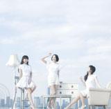 Perfumeの両A面シングル「レーザービーム/微かなカオリ」(通常盤)