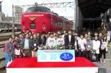 九州鉄道記念館で行われた映画『奇跡』トークショーの模様 (前列左から)くるり・岸田繁、前田航基、前田旺志郎、是枝裕和監督