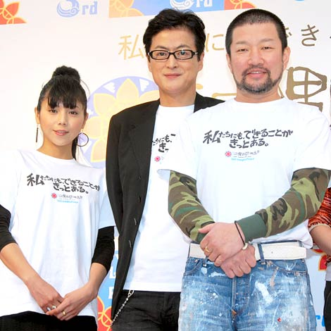 サムネイル 3月の『沖縄国際映画祭』では、キム兄(右)とお揃いの指輪をはめ登場した西方凌(左) (C)ORICON DD inc.