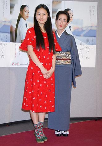 NHKドラマ『見知らぬわが町』の会見に出席した(左から)忽那汐里、いしだあゆみ (C)ORICON DD inc.