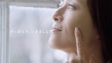 サムネイル 『ネスカフェ 生豆ブレンド』の新CMですっぴん美肌を披露する後藤久美子