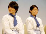 新ドラマ『高校生レストラン』の会見に出席した堀越高校在学中の二人(左から神木隆之介、川島海荷)