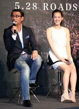映画『プリンセス トヨトミ』の完成披露会見に出席した(左から)中井貴一、綾瀬はるか