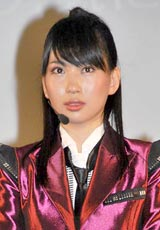 AKB48の派生ユニット・DiVAのお披露目イベントで秋元康からのメッセージに涙ぐむメンバーの増田有華