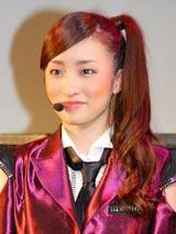 AKB48の派生ユニット・DiVAのお披露目イベントに登場したメンバーの梅田彩佳