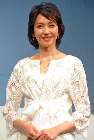 サムネイル AVONの事業再生戦略会見に出席した賀来千香子 (C)ORICON DD inc.