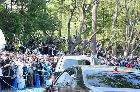 田中好子さん告別式に集まったファンからは「スーちゃん」コールが、思い出を胸に早すぎる別れを惜しんだ (C)ORICON DD inc.