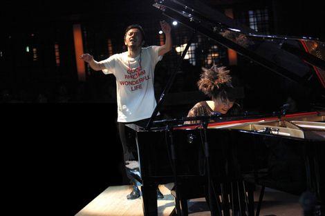 2006年に初共演以来、息の合ったステージを見せる上原ひろみ(右)と熊谷和徳