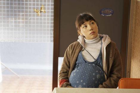 仲里依紗の妊婦姿 映画『ハラがコレなんで』より