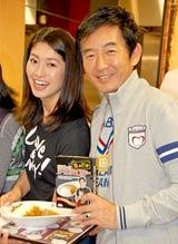 芸能人フードコート『very』出店発表会見に出席した『芸能人カレー部』の(左から)森下千里、石田純一