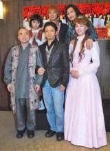 『ヴェニスの商人』キャストの(前列左から)酒井敏也、和田正人、碓井将大 (後列左から)柳浩太郎、鈴木裕樹、加治将樹 (C)ORICON DD inc.