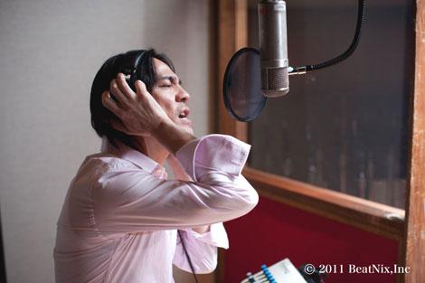 レコーディングを行う氷室京介