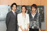 当日の舞台稽古に出演したキャストのメンバー(左から)中山麻聖、水夏希、徳山秀典