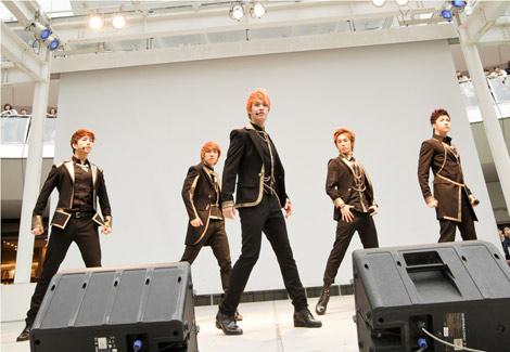 MBLAQ(左からジオ、ジュン、スンホ、ミル、チョンドゥン)