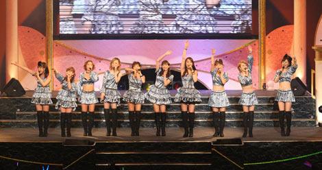 """モーニング娘。のOG10人で結成された""""ドリーム モーニング娘。""""の東京公演初日の模様"""
