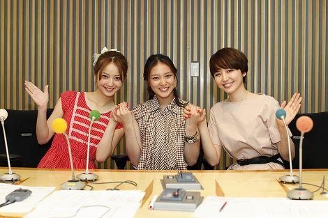 ニッポン放送『キモチつながるラジオ』に出演した(左から)佐々木希、武井咲、長澤まさみ