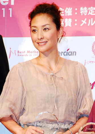 『第4回ベストマザー賞2011』で「文化部門」を受賞した清原亜希 (C)ORICON DD inc.