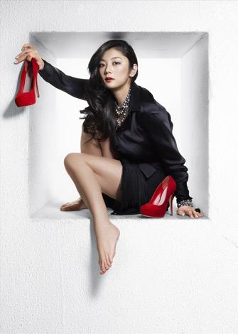 サムネイル BeeTVのドラマ『エセ肉食女の恋愛事情』で、初主演を務める小池栄子