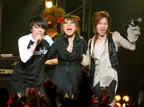 jealkbライブハウスツアー『鳥薔薇ノ空』最終公演に出演した(左から)haderu、はるな愛、Acid Black Cherryのyasu (C)ORICON DD inc.