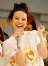 東日本大震災チャリティーイベント『心に太陽を』に参加したベッキー