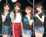 1stシングル「週末Not yet」の発売記念イベントで罰ゲームとして体操着のコスプレを披露した北原里英(中央左)